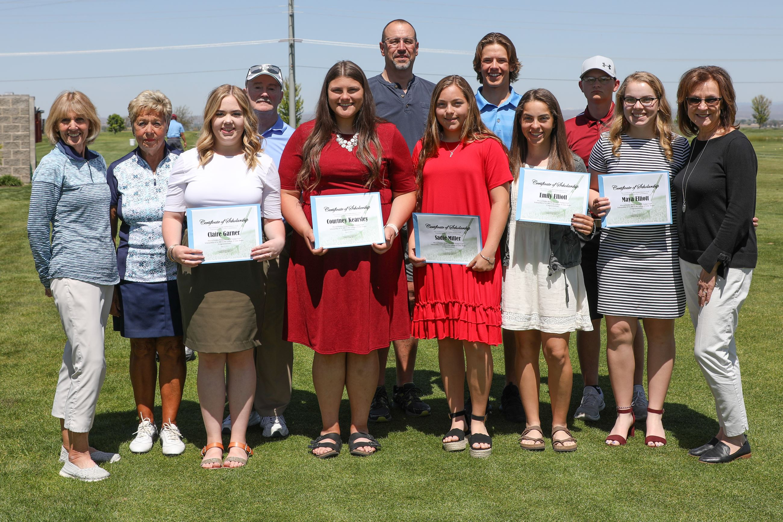 group photo of golf scholarship recipients for 2019